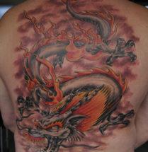 dragon tattoo geplaatst op de rug door Dutchink
