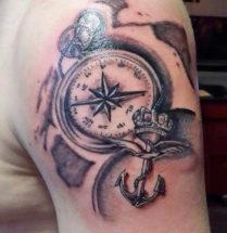 Schouder tatoeage van een kompas en een anker