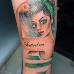 Old school tattoo van een meisje met 80's haar by DutchInk