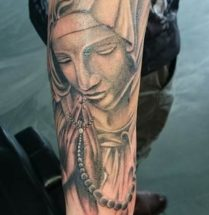 praying woman with chain tattoo