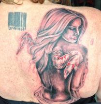 tatoeage van een engel waarvan de vleugels eraf zijn