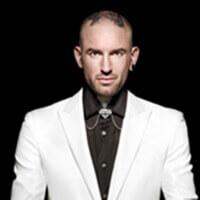 Ben Saunders met gestretcht oorlel