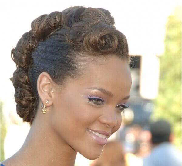 Tragus piercing van Rihanna