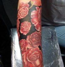 Bloemen op onderarm