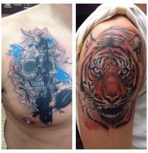 Chicano schedel op borst en tijger op bovenarm