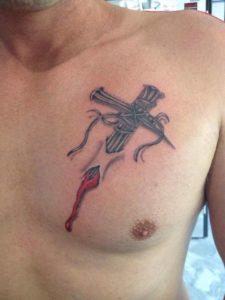 Kruis op borst