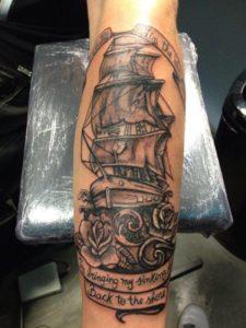 Old school boot op onderarm