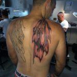 Vleugel op rug