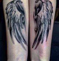 Vleugels op onderarmen