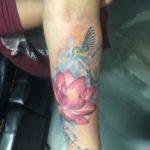 Vogel met bloem en namen tattoo