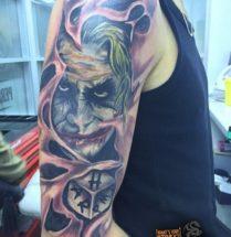 The Joker op bovenarm