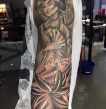Geisha op bovenarm