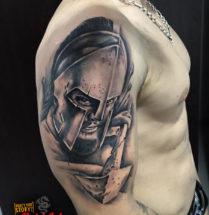 Spartaan op bovenarm