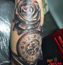 Zakhorloge en bloem op onderarm