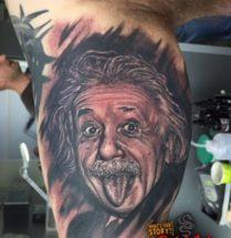 Albert Einstein op bovenarm