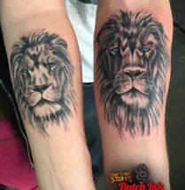 Leeuw op onderarm