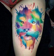Kleur leeuw op bovenbeen